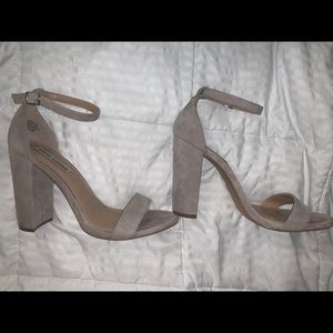 Size 10 nude classic strap heel